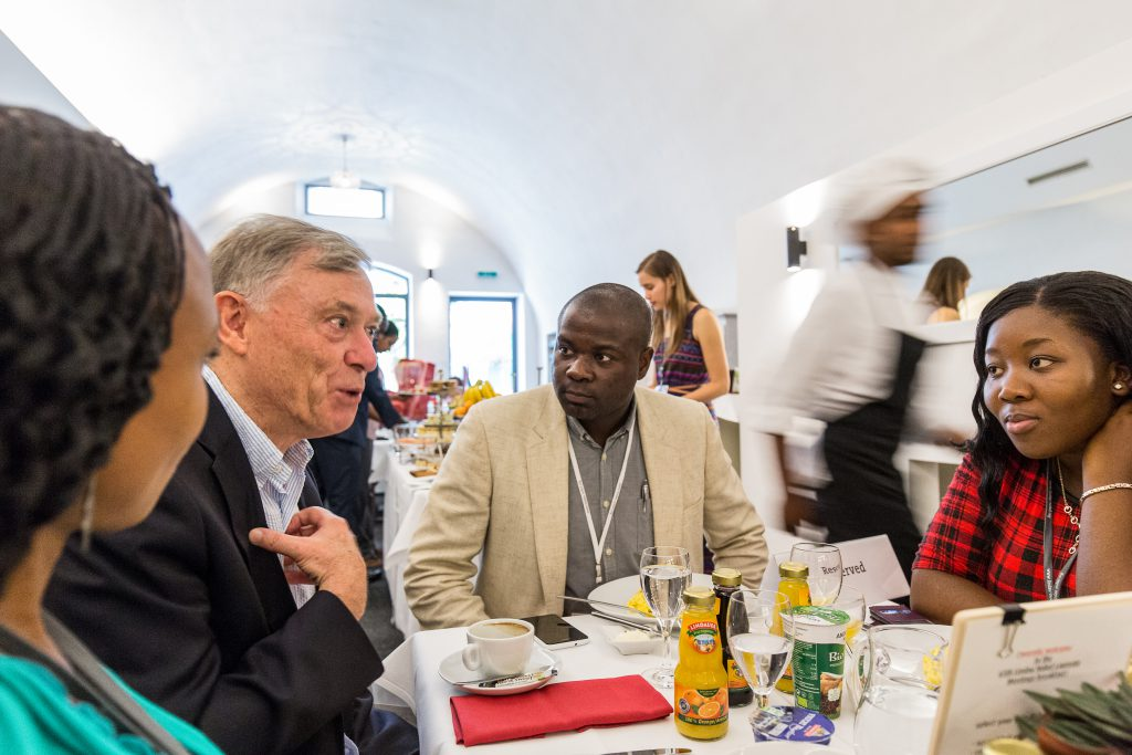 Horst Köhler in conversation with African junior scientists at the Lindau Nobel Laureate Meetings, Lindau, June 2015 (courtesy of Ch. Flemming / Lindau Nobel Laureate Meetings).