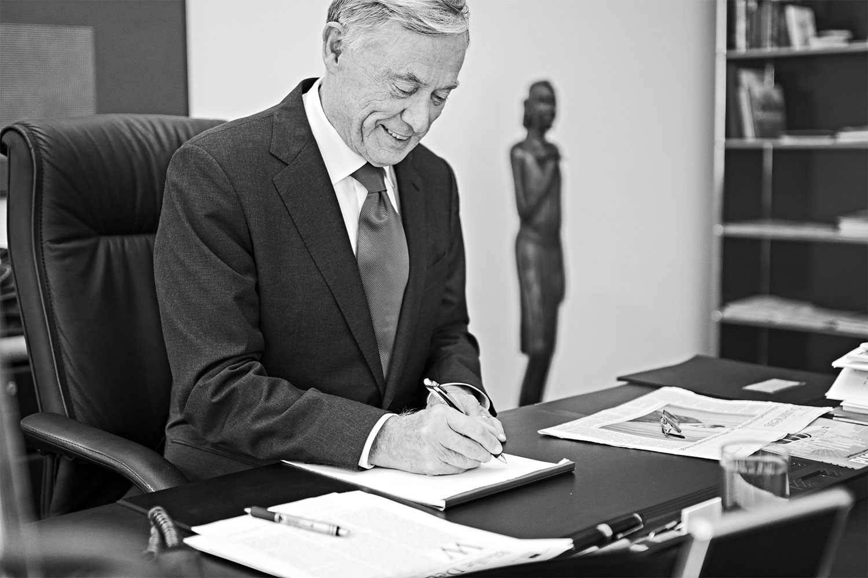 Horst Köhler bei der Arbeit in seinem Büro in Berlin, September 2016 (Fotograf: Dennis Williamson).