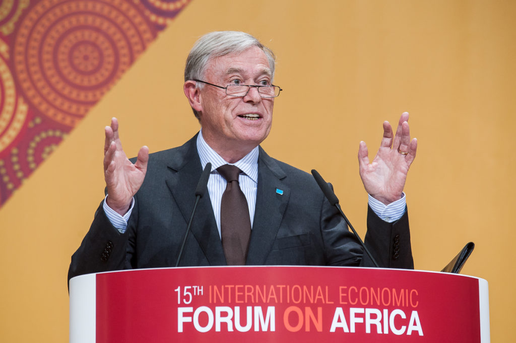 Rede Horst Köhlers auf dem 15. International Economic Forum on Africa, Berlin, September 2015 (Quelle: OECD Development Center, Fotograf: Frederic Schweizer, Lizenz: Attribution-NonCommercial-NoDerivs 2.0 Generic (CC BY-NC-ND 2.0), https://creativecommons.org/licenses/by-nc-nd/2.0/).